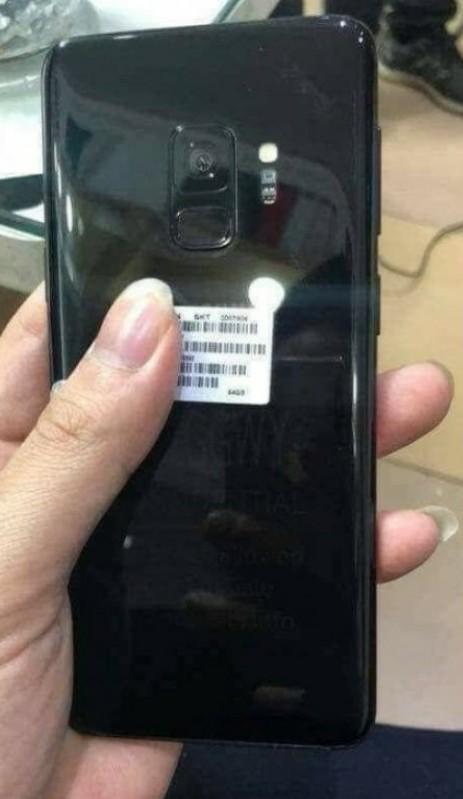 Смартфон Samsung Galaxy S9 запечатлен на реальных фотографиях