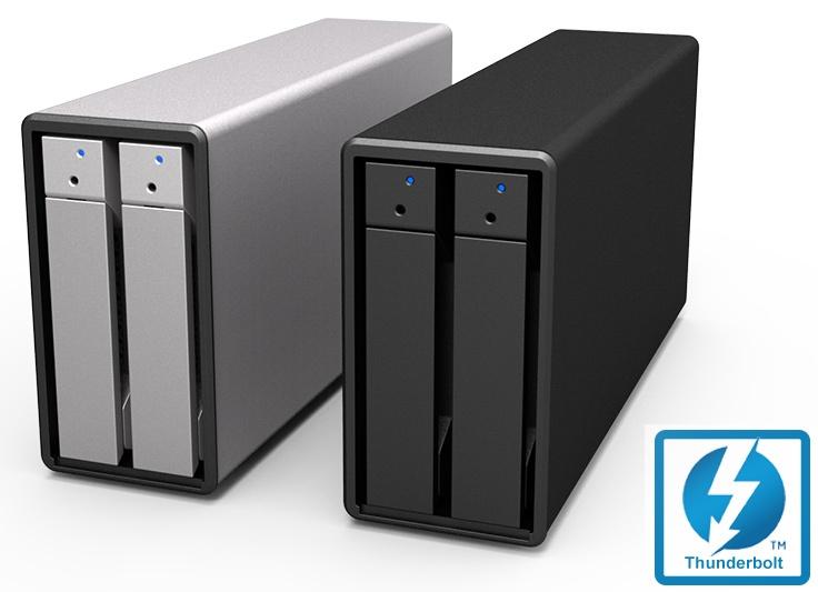 Массив поддерживает конфигурации RAID 0, RAID 1 и JBOD, а также горячую замену накопителей