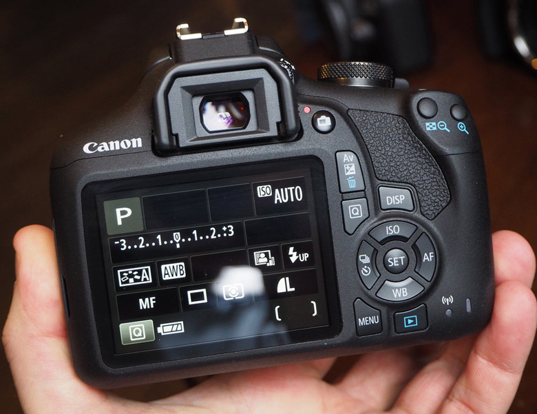 Зеркальная камера Canon EOS 2000D относится к начальному уровню