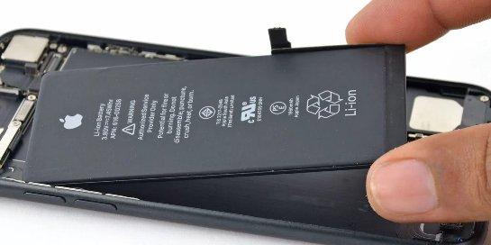 Может потребоваться месяц, чтобы заменить оригинальную батарею в iPhone