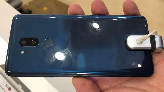 LG G7 может получить ещё более вытянутый дисплей