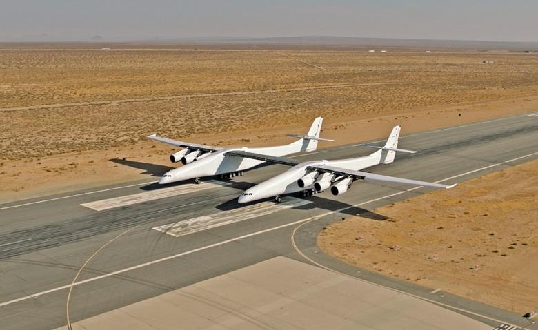 Stratolaunch Systems провела первые испытания своего самолёта на взлётной полосе