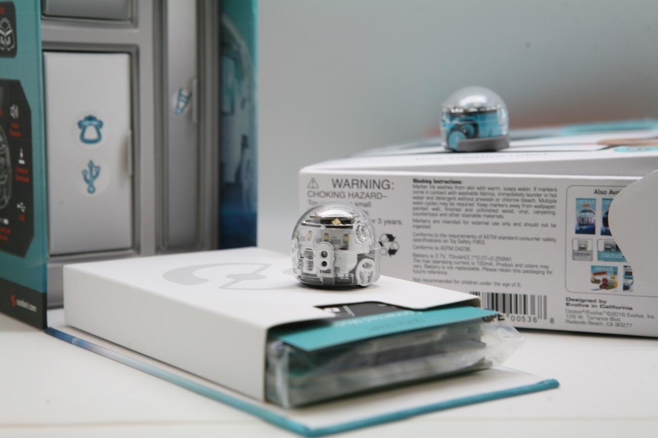 Ozobot — миниатюрный программируемый робот для игр и обучения, который ходит по нарисованным линиям - 1