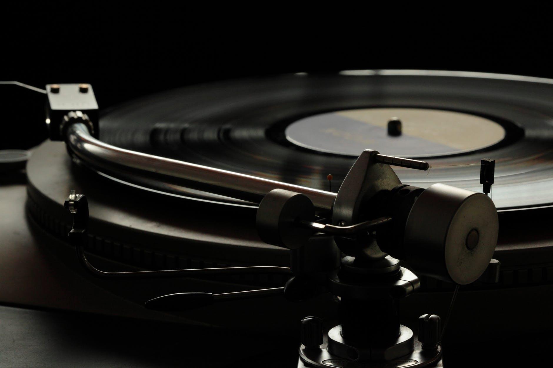 Что послушать фоном: 10 тематических подкастов о звуке, аудиотехнике, саундтреках и виниле - 3