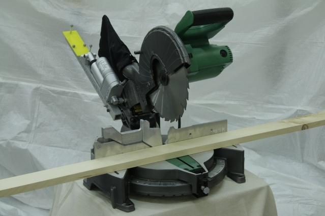 Несколько маленьких роботов вырезают мебель по компьютерному макету - 3