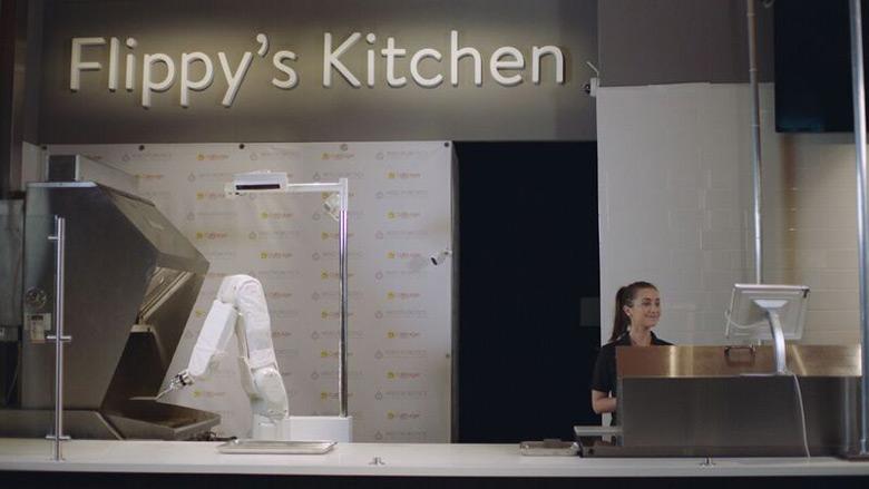 Производитель называет Flippy первым «автономным кухонным помощником»