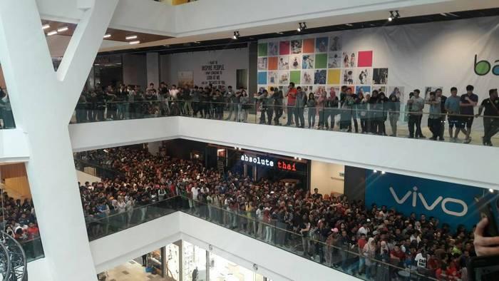 Магазину пришлось отменить распродажу смартфонов iPhone по $50, на которую пришли более 11 тыс. человек