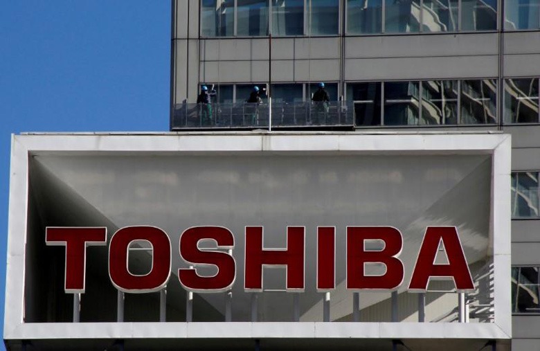 Завершение продажи полупроводникового производства Toshiba ожидается не позднее июня