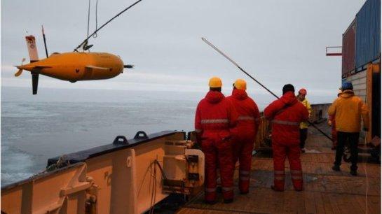 Лодка Макбоатфильд вернулась на пусковой корабль
