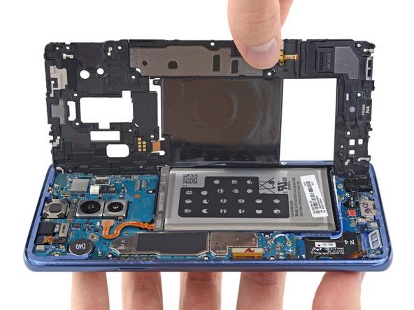 Смартфон Samsung Galaxy S9+ обходится производителю дороже, чем Galaxy S8+