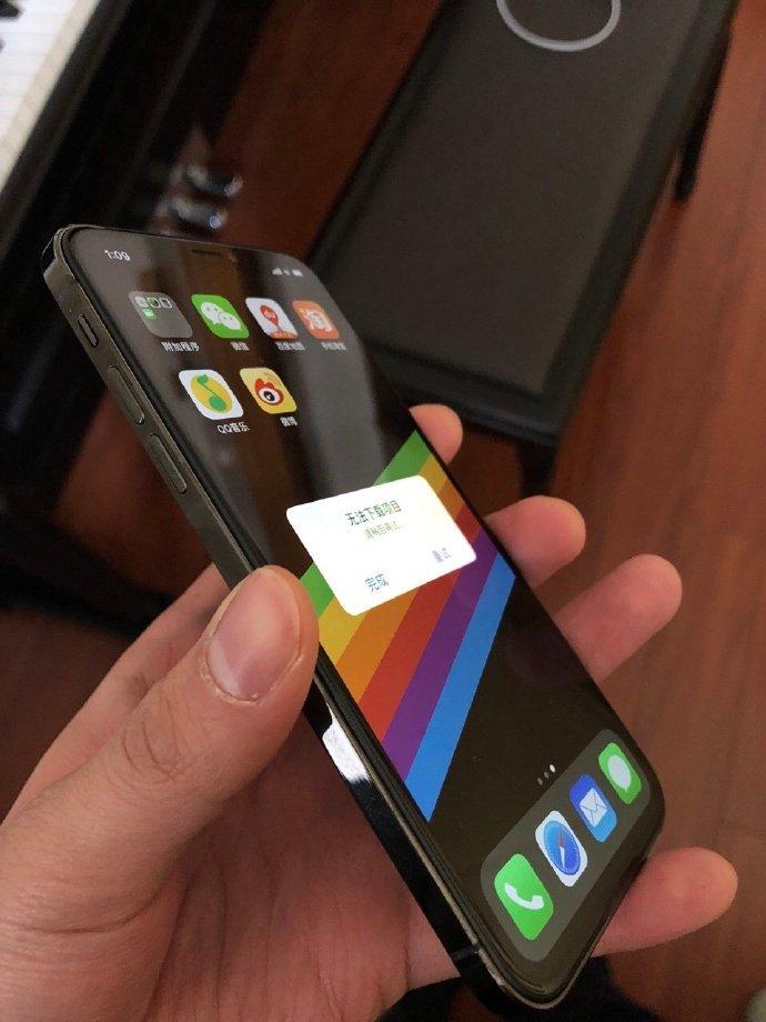 Видео дня: iPhone SE 2, который больше похож то ли на подделку, то на iPhone X второго поколения - 1