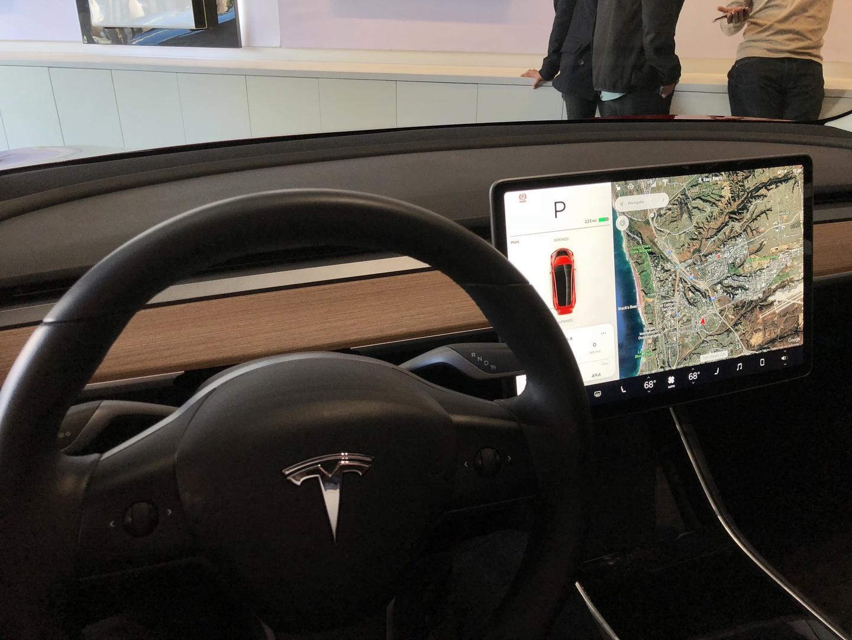 Знакомство с Tesla Model 3 - 15