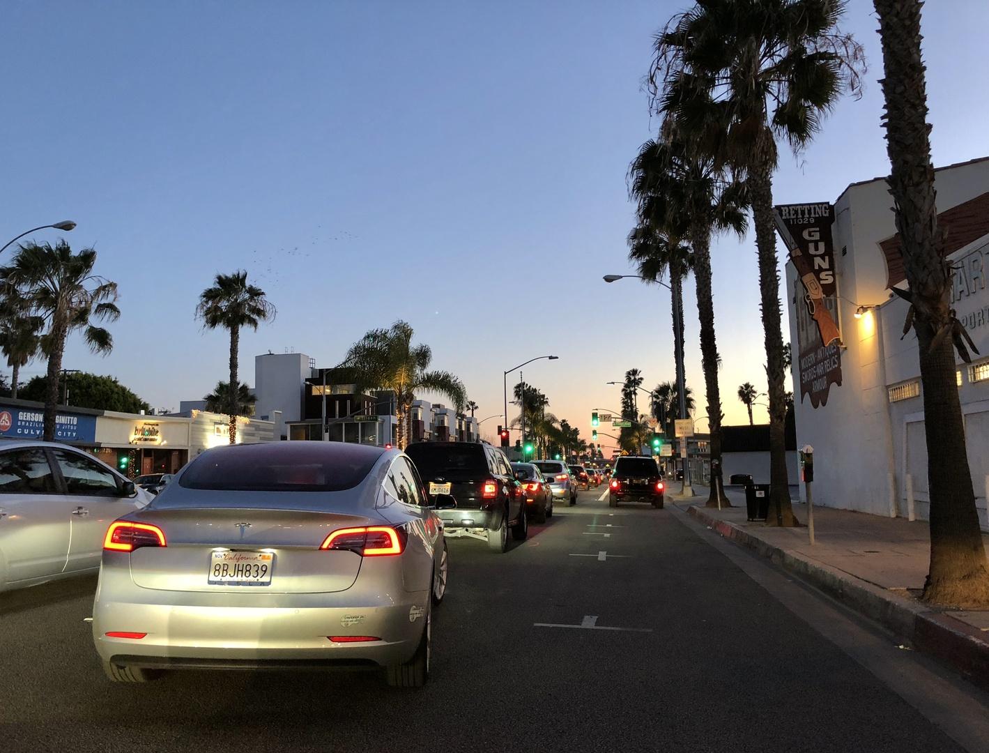 Знакомство с Tesla Model 3 - 1