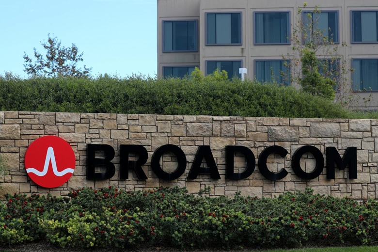 Неизменными остались и планы Broadcom перенести штаб-квартиру из Сингапура в США