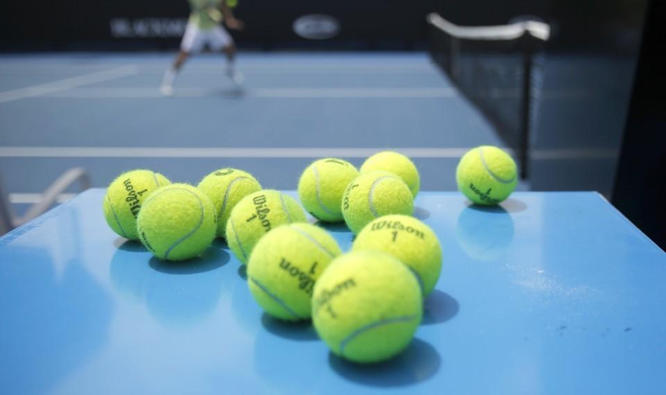 Какого цвета теннисный мяч? - 1