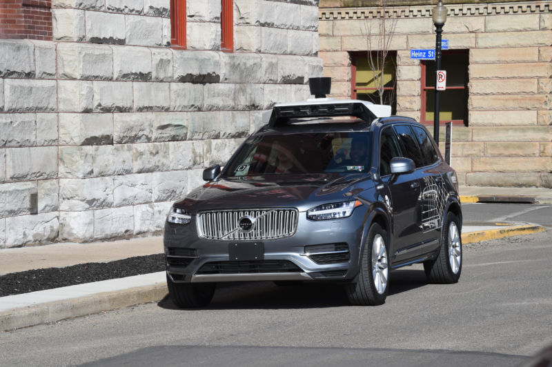 Робомобиль Uber попал в ДТП - 1