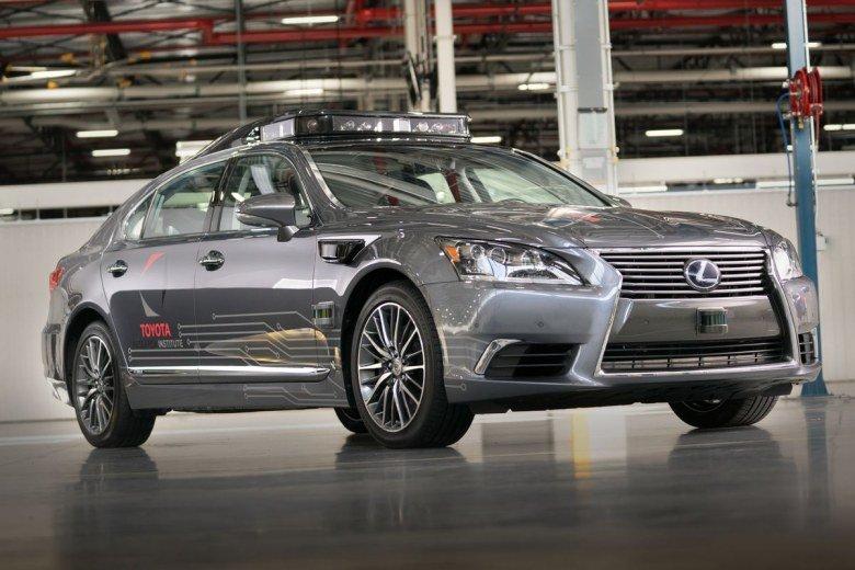 Toyota тоже приостановила испытания беспилотных авто в США - 1