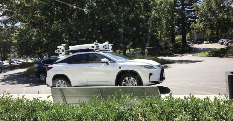 У Apple уже второе место по количеству беспилотных машин в Калифорнии - 1