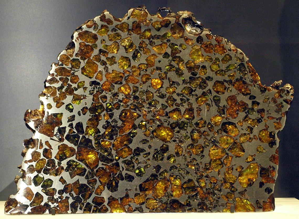 Российские ученые обследовали редкий метеорит класса палласитов - 1