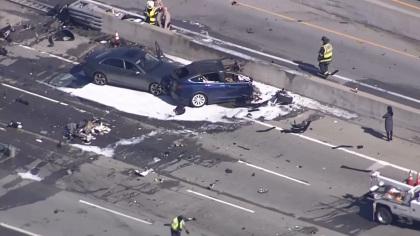 Черная полоса Tesla на шоссе 101 - 6
