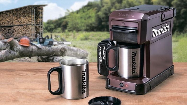 Портативная кофеварка Makita CM501D не боится воды и питается от аккумуляторов для электроинструментов - 1