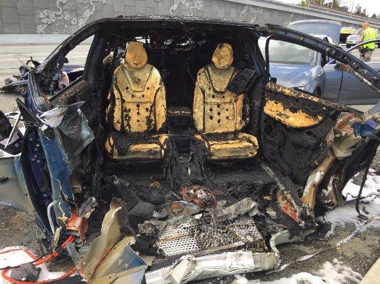 Водитель Tesla Model X погиб в результате аварии в Маунтин-Вью