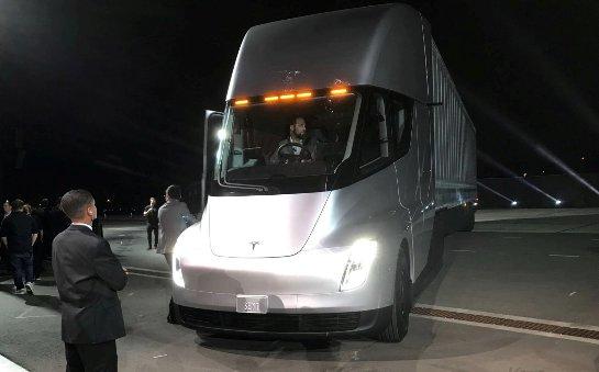 FedEx резервирует 20 полуприцепов Tesla