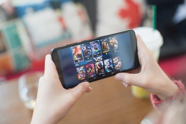Представлен смартфон Oppo F7 с 25-мегапиксельной фронтальной камерой