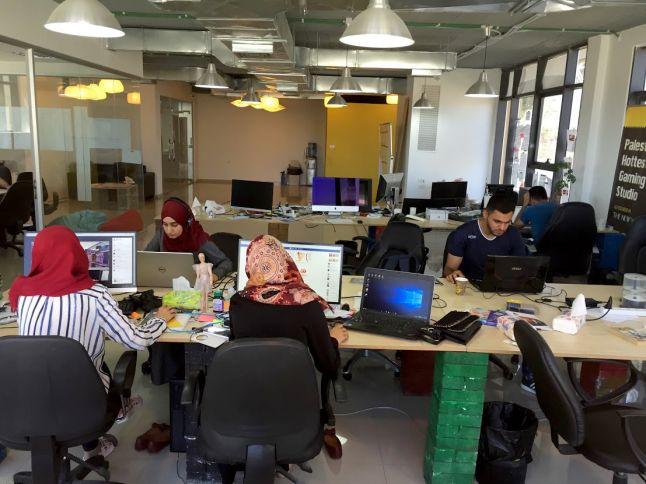 Где создаются миры: рабочие места 22 разработчиков игр - 17