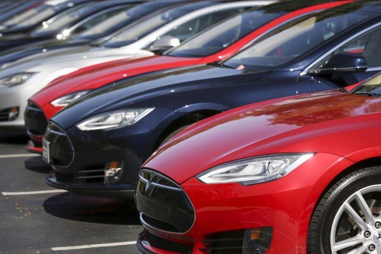 Tesla отзывает более 123 тыс. электромобилей Tesla Model S, акции компании упали примерно на 25%