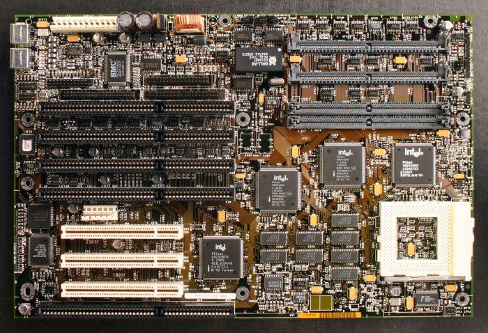 К своему 50-летию Intel выпускает коллекционные компьютеры на базе своих х86 процессоров, начиная с 286 - 3