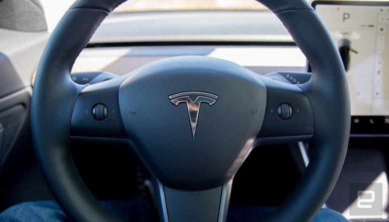 Tesla вынесла управление автопилотом в Model 3 на рулевое колесо