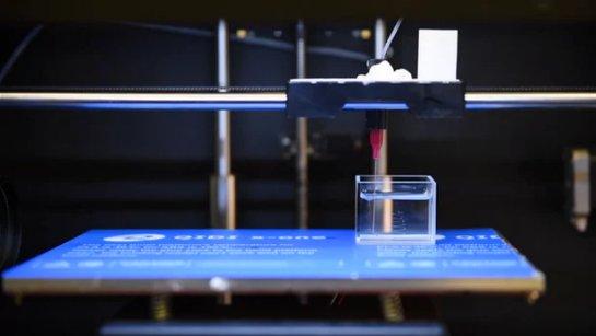 Суперпокрытие позволяет печатать жидкие трехмерные структуры в других жидкостях