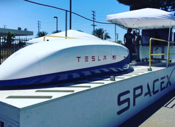 Компания Илона Маска намерена в ближайшее время разогнать тестовый модуль Hyperloop до половины скорости звука - 1