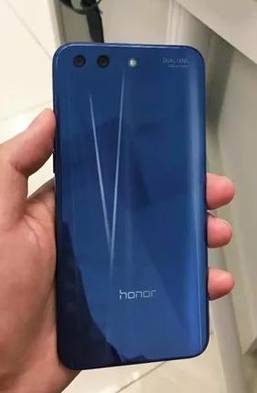 Опубликованы новые изображения смартфона Honor 10