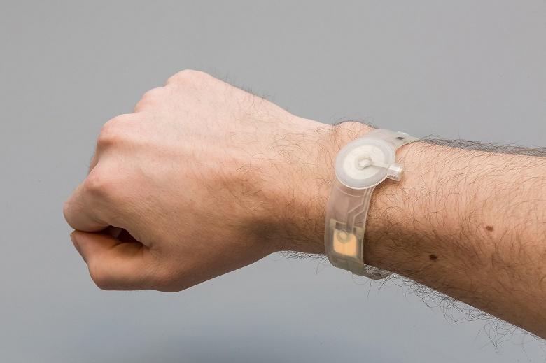Немцы, финны и голландцы создали необычный браслет