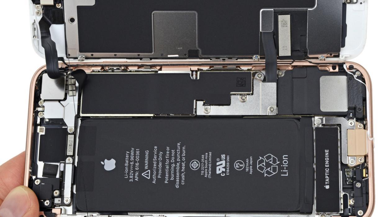 Новый апдейт iOS сделал неоригинальные экраны «восьмерок» неработоспособными - 1