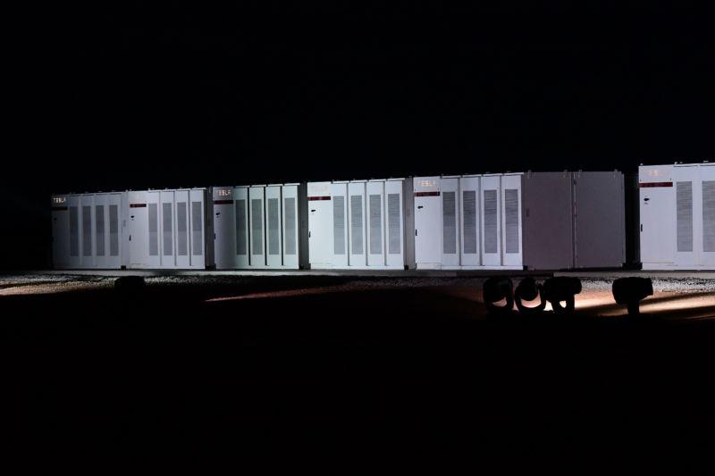 Австралийцы довольны построенной Маском аккумуляторной системой - 1