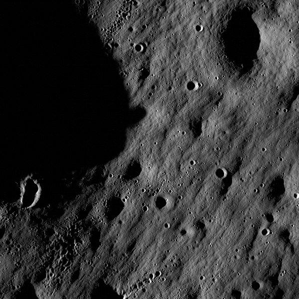 НАСА перевыпустило тур по Луне в 4К - 1