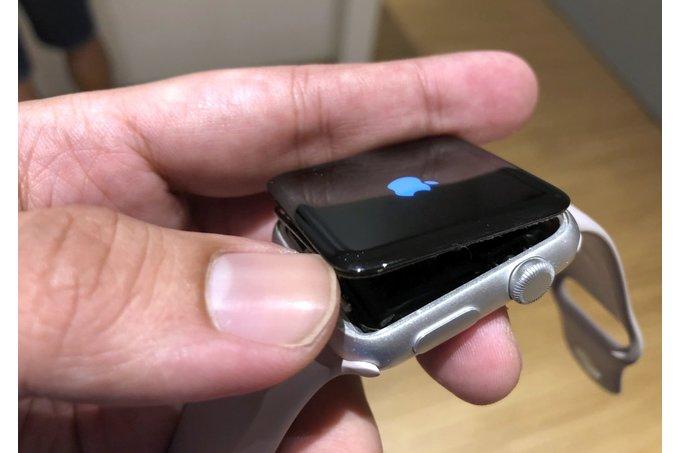 Вздувшиеся аккумуляторы Apple Watch Series 2 заменят бесплатно