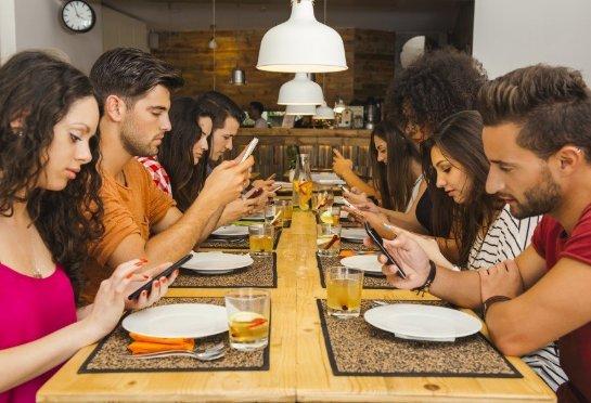 Эмоциональное состояние человечества страдает от смартфонов