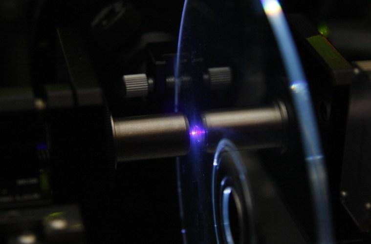 Решение проблемы УФ-излучения в технологии голографического хранения данных - 1