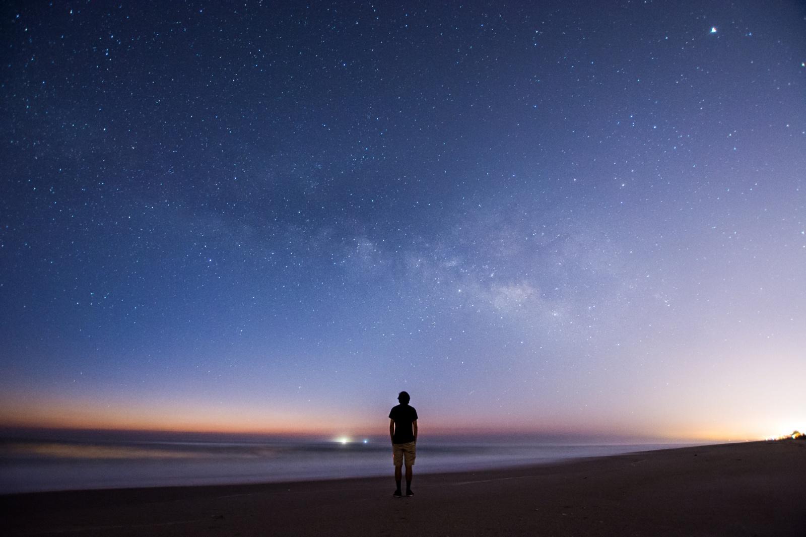 Почему на космических фотографиях не видно звёзд? - 11