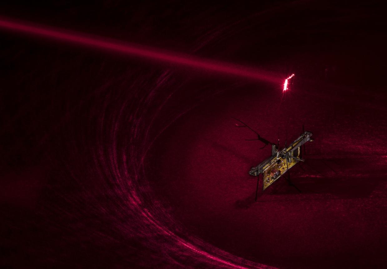 Насекомообразный робот получает питание по лучу лазера - 1