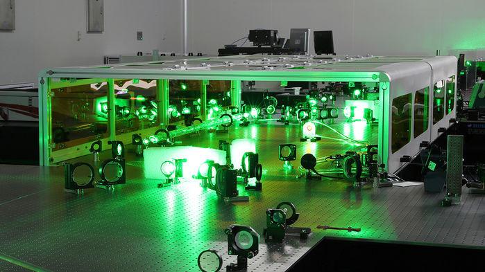 Физики планируют построить лазеры огромной мощности, способные разорвать пустое пространство - 1