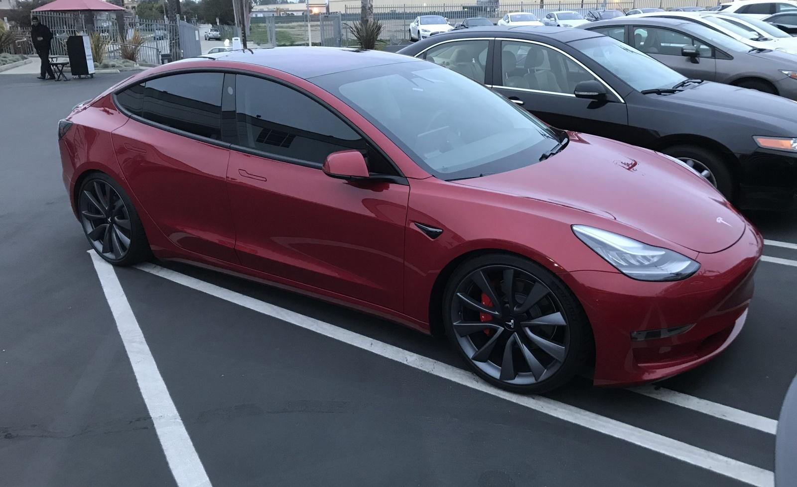 Илон Маск анонсировал Tesla Model 3 с двумя моторами - 1