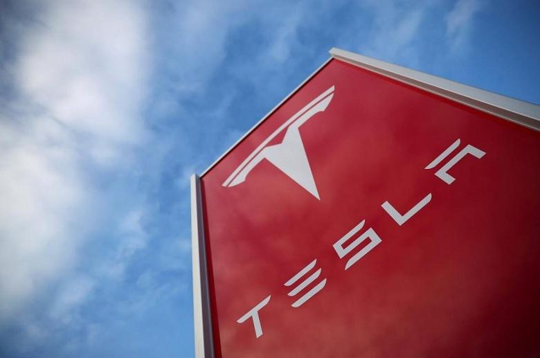 Tesla обвиняют в обмане потребителей