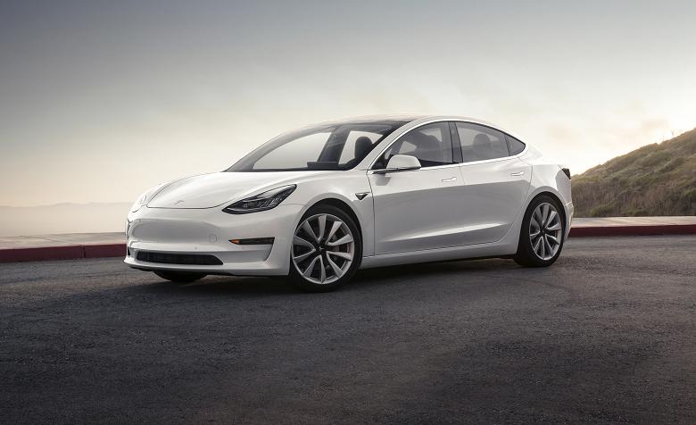 Обновление прошивки электрмобиля Tesla Model 3 существенно сокращает тормозной путь