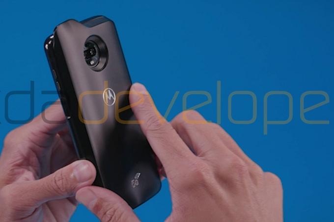 Смартфон Moto Z3 Play получит аксессуар 5G Moto Mod