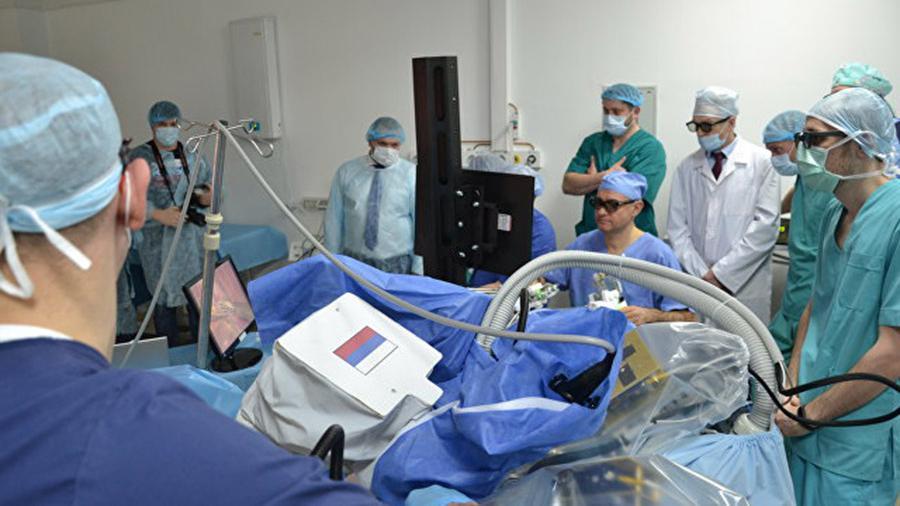 В России проведена первая нейрохирургическая операция с участием робота - 1